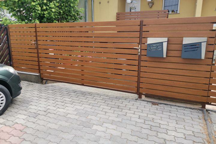 Kapu és kerítésbetét aranytölgy famintás alumínium lécekkel
